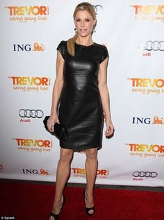 Hot photos of Julie Bowen, one of the hottest girls in the entertainment industry. These sexyJulie Bowenpics have been assembled into a gallery from a variety of photoshoots and other sources. These beautiful pictures ofJulie Bowenwill leave you wanting more from this ...