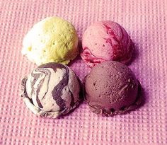 """Detailed step-by-step tutorial to make scoops of """"ice-cream"""" with polymer clay (click on pdf on her blog for slide show) 