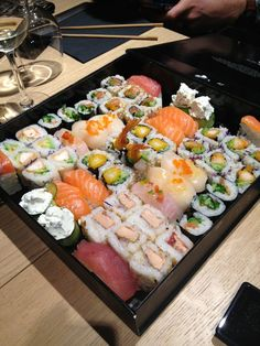 See 139 photos and 27 tips from 2910 visitors to Sushi Shop. Sushi Recipes, Asian Recipes, Healthy Recipes, Japanese Food Sushi, Enjoy Your Meal, Snap Food, Food Goals, Aesthetic Food, Food Cravings