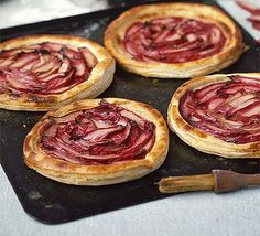 Creamy rhubarb tarts Puff pastry makes these rhubarb tarts mouthwateringly delicate. Use your favourite fruit of the season Vol Au Vent, Rhubarb Recipes, Tart Recipes, Cooking Rhubarb, Bbc Good Food Recipes, Cooking Recipes, Peach Puff Pastry, Rhubarb Tart, Fruit Tart