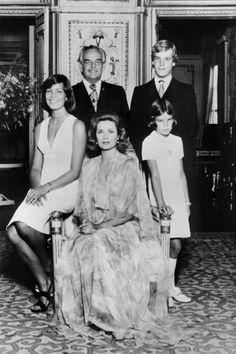 Las mujeres de la FAMILIA REAL DE MÓNACO: GRACE KELLY, CAROLINA Y ESTEFANÍA DE MÓNACO, CARLOTA CASIRAGHI, ALEXANDRA DE HANNOVER, PAULINE DUC...