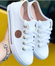 In choosing shoes or boots males, it requires under consideration improved as well as grip. Womens Fashion Sneakers, Fashion Boots, Trendy Shoes, Casual Shoes, Mode Converse, E 38, Tenis Casual, Fresh Shoes, Mode Outfits