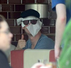 When Benedict Cumberbatch proved himself to be very resourceful with his paparazzi disguises. | 18 Times Celebrities Took On The Paparazzi And Won