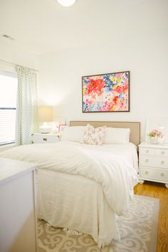Bright, fresh, & colorful bedroom.i would love this with a soft grey wall(s)