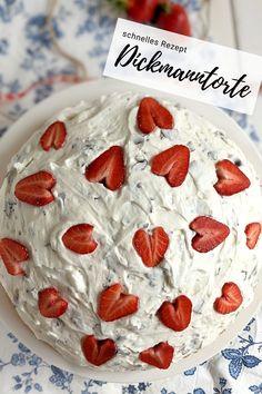 Schokokuss Kuchen - Rezept: Dickmanntorte kann man zu jeder Jahreszeit essen. Die Dickmann Torte ist schnell gemacht und durch die Erdbeerherzen ein echter Hingucker. Daher eignet sich der Erdbeerkuchen auch gut als Geburtstagskuchen bzw. Geburtstagstorte.