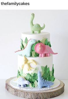 Laura carolina epicurean sur a completely adorable dinosaur cake by thefamilycakes ! thefamilycakes familycakes cakes dinosaurcake dinosaur dinossauro dinosaur cake topper smash cake first birthday etsy Girl Dinosaur Birthday, Dinosaur Party, Baby Birthday, Birthday Parties, Dinosaur Food, Birthday Ideas, The Good Dinosaur Cake, Dinosaur Cupcakes, 3rd Birthday Party For Girls