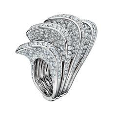 Bague Onde en or blanc et diamants De Grisogono http://www.vogue.fr/joaillerie/le-bijou-du-jour/diaporama/bague-onde-en-or-blanc-et-diamants-de-grisogono/19994