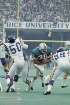 csonkedthe game: super bowl viiithe date: jan. American Football League, National Football League, Sports Images, Sports Pictures, Sports Art, Nfl Uniforms, Nfl Football Players, Football Helmets, Nfl Miami Dolphins