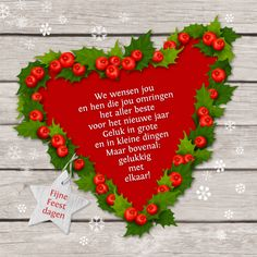 Liefdevolle kerstwens in een hart van hulst en besjes op hout. Binnenzijde een hart van kerst zuurstokken en ruimte voor eigen foto! Wijzig tekst naar wens.