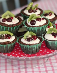 kladdkakemuffins, would love a translation of the recipe. These look tasty.