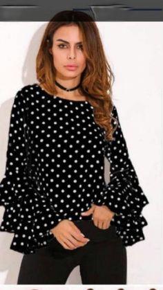Μπλούζα πουά με βολάν στα μανίκια / one size / καλύπτει εως 70 κιλά / Τιμή: 17,99€