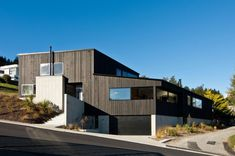 Located in Queenstown, New Zealand, this house was designed by Kerr Ritchie Architects based on various criteria that are clearly reflected in the design. The first one was to...