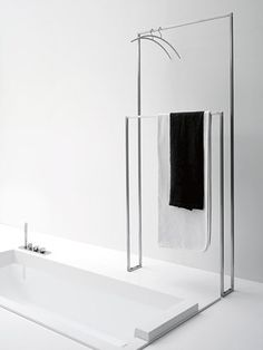 Double towel rack free standing or hanging with 15 x 15 mm stainless steel tubular structure. Detailed informations about product Tandem-Up by antoniolupi with informations about addresses of retailer…