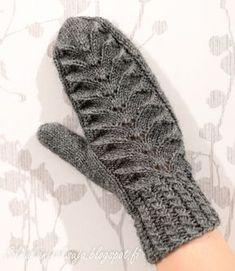 Eräänä päivänä teki mieli neuloa lapaset. Näissä harmaissa lapasissa olen kokeillut paria minulle uutta tekniikkaa; kierrejoustinta ... Knitting Socks, Knit Crochet, Gloves, Sewing, How To Make, Crafts, Diy, Handmade, Inspiration
