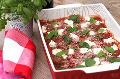 Gehaktballen in tomatensaus zijn al heerlijk maar als je gehaktballen al forno maakt, weet je niet wat je proeft. Kijk voor recept op bonapetit.