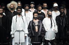 """【「ACUOD by CHANU」2017 A/W TOKYO COLLECTION """"ジッパー""""が、人をつなげるシンボル、アクオド バイ チャヌ】  一流のパフォーマンスから始まった、ACUOD by CHANU(以下 ACUOD)のショー。KAIRIによるヒューマン ビート ボックスがアニメーションダンスを踊るGENDAIを操っていく。洗練された音楽とダンスが、ショーの内容を暗示する......。  つづきはこちら☞ http://soen.tokyo/fashion/collection/chanu2017aw.html"""