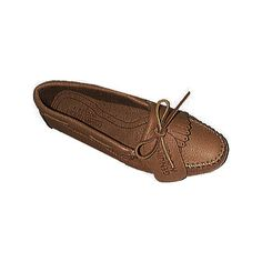 Women's Minnetonka Genuine Moose Driving Mocs w/Fringed Kilty (1.635 CZK) ❤ liked on Polyvore featuring shoes, loafers, brown, casual, moccasins, minnetonka footwear, print shoes, patterned shoes, brown moccasins and traction shoes