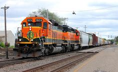 https://flic.kr/p/H5a3Pd | BNSF 1974 | Sometimes not having a heads up is a good thing. A few years ago, this pair went east to Northtown in the evening hours. I was at work when it happened. I wasn't exactly happy that I missed something really good, even though it was against the light.   The next day, I got myself ready for work and checked ATCS before leaving the house. I saw a westbound at Anoka and thought that by the time I hit St. Cloud he would be close to there and at the minimum…