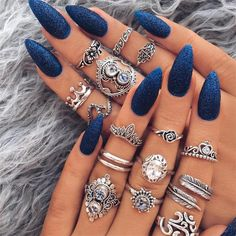 Navy blue nails are a popular nail color. Navy blue is one of the dark hues you rarely notice. Navy blue nails are very unique and delicate nowadays. From simplicity and sweetness, to patterns and designs, to lots of shine and luster, you can find n Almond Shape Nails, Almond Nails, Acrylic Nail Designs, Nail Art Designs, Nails Design, Salon Design, Unique Nail Designs, Round Nail Designs, Cute Nails