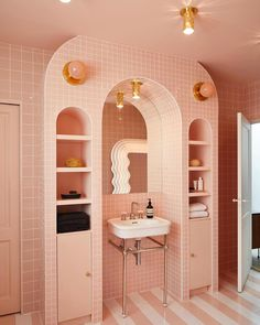 """If you were to suggest a """"millennial pink bathroom"""" to me a couple of years ago, I would have rolled my eyes in distaste. But now, the thought of a pink bathroom is rather alluring… Bad Inspiration, Bathroom Inspiration, Bathroom Ideas, Bathroom Organization, Bathroom Images, Bathroom Goals, Budget Bathroom, Interior Inspiration, Shower Ideas"""
