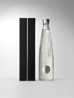 """Kuromatsu Hakushika""   Japanese sake bottle   Beitragsdetails   iF ONLINE EXHIBITION"