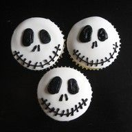 The Nightmare Before Christmas cupcakes-which, of course, I would think as Halloween desserts! Halloween Cupcakes, Halloween Desserts, Christmas Cupcakes, Holidays Halloween, Halloween Treats, Halloween Fun, Halloween Clothes, Halloween Birthday, Halloween Skull