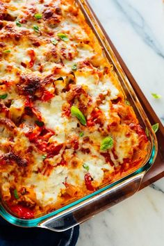 This amazing baked ziti recipe is lightened up with roasted vegetables. Golden m… This amazing baked ziti recipe is lightened up with roasted vegetables. Golden mozzarella, sizzling red sauce and tender pasta make this vegetarian ziti super delicious! Roasted Vegetables, Veggies, Roasted Vegetable Recipes, Homemade Marinara, Vegetarian Recipes, Baked Ziti Vegetarian, Vegetarian Grilling, Healthy Grilling, Vegetarian Lunch