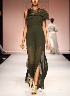 Stylish Forest Green Jumpsuit by Sougat Paul Indian Fashion Designers, Indian Designer Outfits, Designer Dresses, Jumper Suit, Designer Jumpsuits, Beautiful Saree, Overall, Indian Wear, Jumpsuits For Women