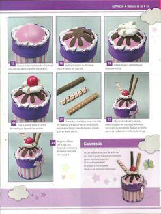 Cupcake rosa con chocolate,nata y barquillos