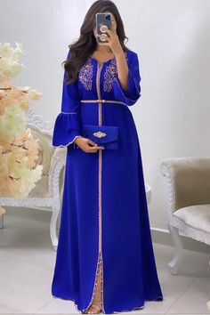 Arab Fashion, Suit Fashion, Fashion Dresses, Morrocan Dress, Moroccan Caftan, Modest Dresses, Dresses With Sleeves, Beautiful Maxi Dresses, Caftan Dress