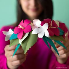 If you& going to a tropical party or want to wear something eye catching for your b-day, it& easy to find an event for this tropical flower head wreath! Diy Flower Crown, Diy Crown, Flower Svg, Big Flowers, Tropical Flowers, Paper Flowers, Craft Flowers, Flower Crafts, Paper Head