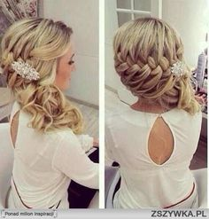 Gorgeous wedding day hairstyle. Or maybe a prom hairstyle. Either way I love it!