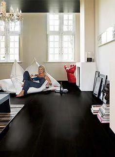 "Quick-Step Villa ""Wengé oak silk, 3 strip"" Hardwood Floors www. Types Of Hardwood Floors, Solid Wood Flooring, Engineered Wood Floors, Luxury Vinyl Flooring, Parquet Flooring, Flooring Options, Flooring Types, Living Room Flooring, Living Room Decor"