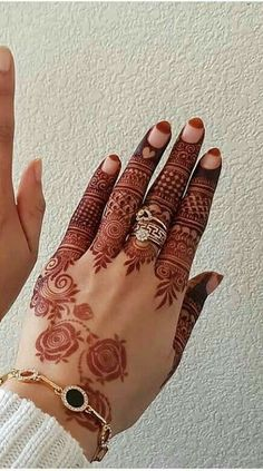 A Wedding For Everyone! Tips And Tricks Simple Mehndi Designs Fingers, Finger Mehendi Designs, Modern Mehndi Designs, Bridal Henna Designs, Dulhan Mehndi Designs, Mehndi Design Pictures, Beautiful Henna Designs, Latest Mehndi Designs, Mehndi Designs For Hands