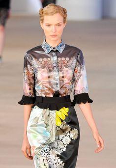Las mejores prendas y tendencias de modaPrimavera Verano 2013 para la mujer. Le llego el momento a los cuellos de las camisas para brillar.