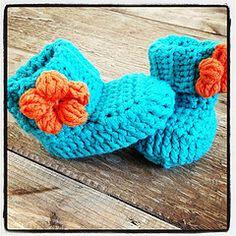 DIY Crochet Spring Flower Baby Booties with Free Pattern #diy #craft