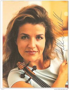 Anne-sophie Mutter - Google 検索 Anne Sophie Mutter, Violin, My Love, Faces, Google, Women, Goddesses, Classical Music, Fashion Styles
