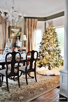 Christmas Decorations & Tree- very pretty!