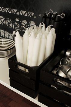 svarta trälådor, förvaring ljus och värmeljus i lådor, förvaring som inredning, snyggt på avlastningsbordet, village inredning,