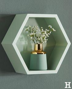 Mit Seinem Angesagten #geometrischen Look Zieht Das #Wandregal #Hexagon  Alle Blicke Auf Sich