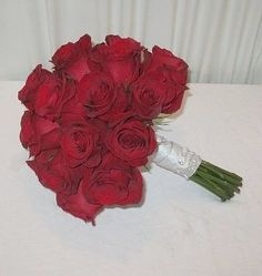 Wedding Flower Bouquets Learn How to Make Bridal Bouquets - Easy step by step tutorials for wedding bouquets, corsages and more. Professional floral supplies such as bouquet holders, flower jewelry and much more. of photo ideas for weddings! Cheap Wedding Flowers, Diy Wedding Bouquet, Bride Bouquets, Bridal Flowers, Prom Flowers, Flower Bouquets, Wedding Stuff, Wedding Ideas, Red Rose Bouquet