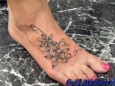 Foot tattoo # 93 - grey and white flower tattoo with swirls. what a wonderful foot tattoo:) Diy Tattoo, Tatoo 3d, Get A Tattoo, Great Tattoos, Beautiful Tattoos, Body Art Tattoos, Awesome Tattoos, Jasmin Tattoo, Wildflowers Tattoo