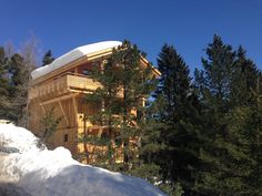 Volop sneeuw en zon Cabin, House Styles, Chalets, Runway, Tower House, Cabins, Cottage, Wooden Houses