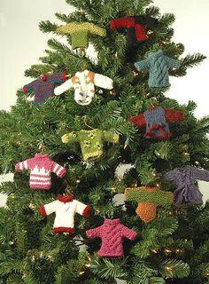 miniature sweater ornaments (free knitting pattern)  #Christmas