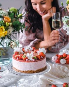 Kinuskinen Raparpericrumble   Annin Uunissa Most Delicious Recipe, Delicious Cake Recipes, Yummy Cakes, Yummy Food, Cake Fillings, Easy Baking Recipes, Macaron, Frosting Recipes, No Bake Cake