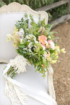 wild flower bouquet by Finicky Flowers @weddingchicks