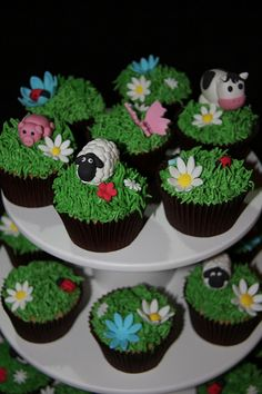 These cupcakes are for my son to take to Kindy for his birthday. Two dozen vanilla cupcakes with buttercream icing decorated with handmade fondant farm animals, flowers and lady bugs. Barnyard Cake, Farm Cake, Farm Animal Cupcakes, Animal Cakes, Farm Animal Birthday, Farm Birthday, Birthday Ideas, Cupcake Day, Cupcake Cakes