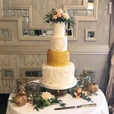 Beautiful four tier #weddingcake by @brokenspooncakes at  @themaryborough flowers by #bloomsdayflowers #weddingdetails #weddingdecor #cakeflowers #irishwedding #corkwedding