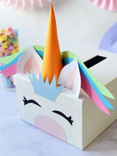 Turn a simple white card box into something magical with our tutorial for a DIY Unicorn Valentine& Card Box! Your kids will love it. Kinder Valentines, Valentines Bricolage, Unicorn Valentine, Valentine Day Boxes, Valentine Day Crafts, Valentine Party, Homemade Valentines, Printable Valentine, Valentine Wreath
