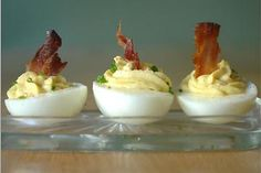 Love the cold appetizers on a hot day, which mercifully, it was for only about an hour. Deviled eggs Boil and peel your eggs. Easter Appetizers, Cold Appetizers, Appetizer Recipes, Egg Recipes, Great Recipes, Favorite Recipes, Yummy Recipes, Bacon Deviled Eggs, Savarin